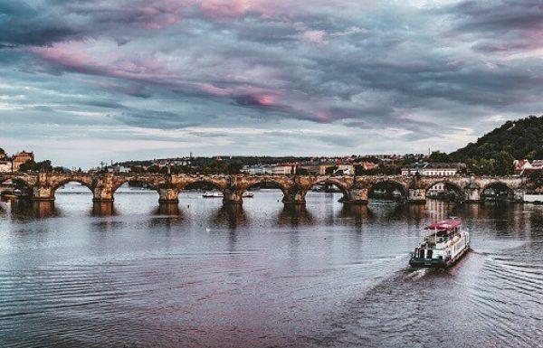 6 סיבות לטייל שוב על גשר קארל בפראג